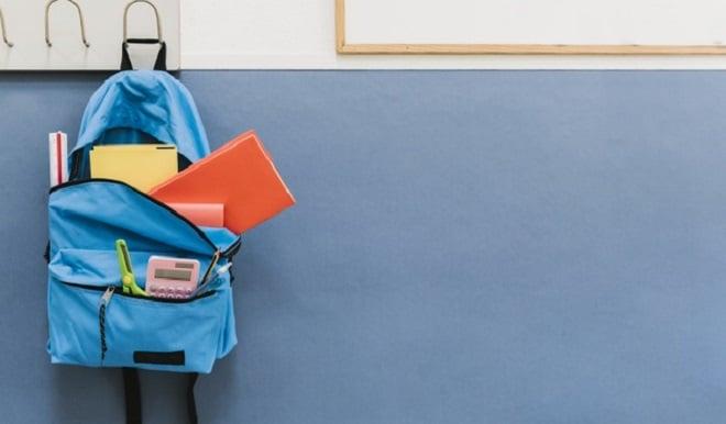 blue-backpack-hook-school-freepik