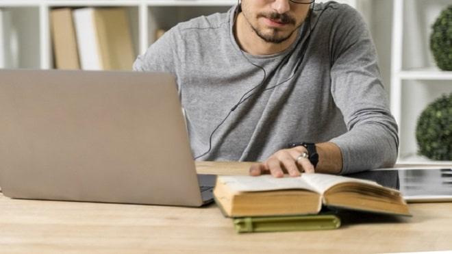 close-up-guy-reading-indoors freepik