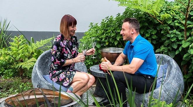 SEVEN Villa Hotel & Spa couple enjoying a picnic for two